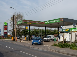 Applegreen/Subway/Londis Petrol Filling Station, Braintree, Essex